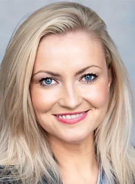 Nikki Dean Tech Presenter