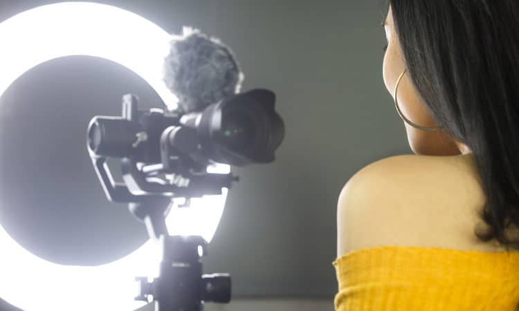 Ring Light and Mic for Virtual Speeches